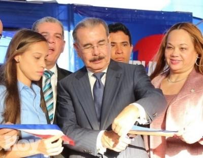 Presidente Medina entrega liceo de 27 aulas en Los Alcarrizos: