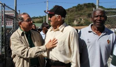 Medina entrega 17 millones en financiamiento a productores de Azua