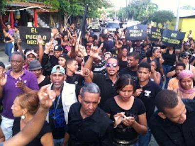 Dirigencia PLD marchan vestido de negro en contra de imposición candidaturas: