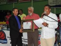 Dedica torneo de baloncesto a Alcalde de Cotuí: