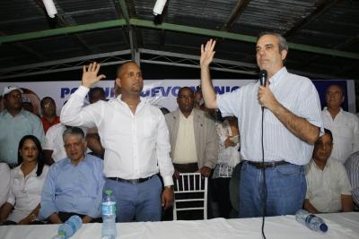 Luís Abinader proclama candidato a Alcalde en el municipio de Baitoa: