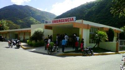 Así luce la fachada principal del hospital de Peralta en la provincia Azua, donde hace falta una ambulancia para el traslado de los pacientes al hospital regional Taiwán, de la provincia sureña