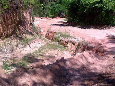 Deterioro de la calle, falta de agua afectan a moradores de Santa Elena:
