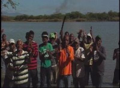 Pescadores de Laguna Cabral protestan por incumplimientos del Indrhi : 