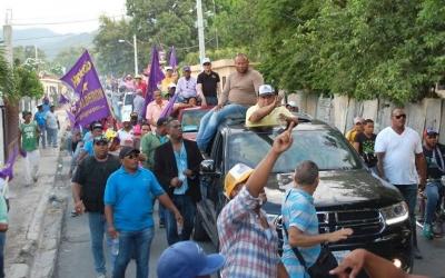 Precandidato a alcalde realiza marcha caravana en Azua:
