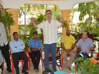 Abinader sugiere al Gobierno sacudirse con  tema haitiano