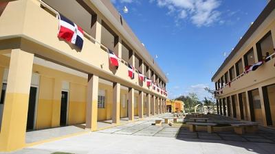 Medina inaugura 5 escuelas más para Jornada Extendida en Azua