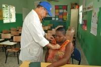 Lotería Nacional realiza operativos médicos en sectores de San Cristóbal