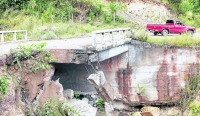 Puente en el municipio de Hondo Valle a punto del colazo