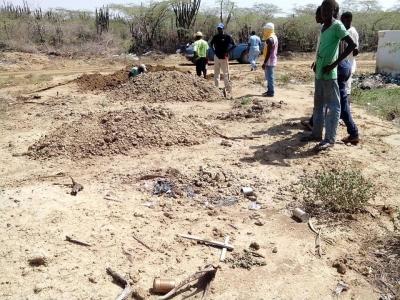 Denuncian alcalde ordena sepultar haitianos fuera del cementerio y sin ataúd:
