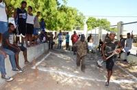 Alcalde de Cabral realiza primer picazo para la contrición de cancha municipal: