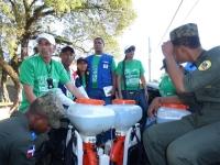 Empleados de instituciones durante el operativo de erradicación del mosquito Aedes Aegypti.