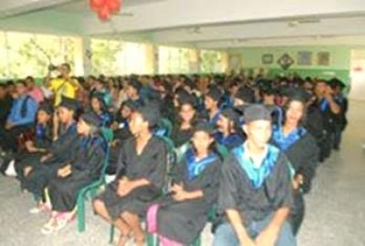 Gradúan 63 estudiantes en técnicas de informática: