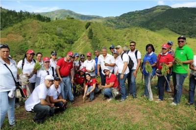 Contraloría plata 1,325 árboles en comunidad de Juan Adrian: