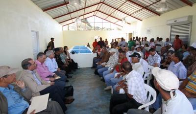 Medina anuncia financiamiento para productores de vegetales de Jima Abajo