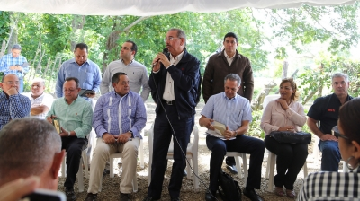 Presidente Danilo Medina instruye otorgar títulos definitivos a productores: