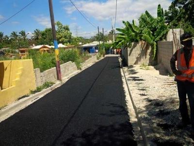 Obras Publicas continúa asfaltado municipio de Barahona: