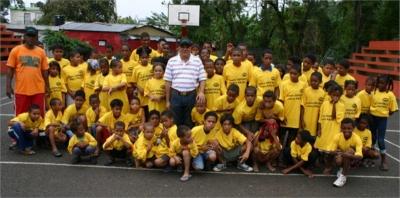 Parte de los niños participantes en el campamento Semana Santa 2013 en el sector Santa Ana