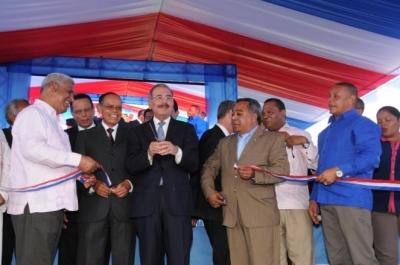 Presidente Medina entrega estancia infantil y escuela en provincia Independencia: