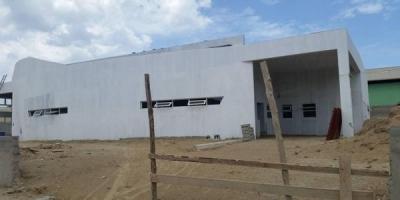 Paralizan trabajos de centro de salud en Montecristi_