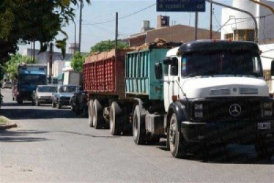 Precupa a municipes de Quisqueya el tránsito de camiones: