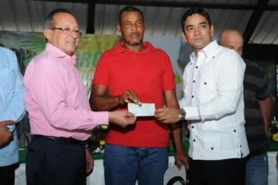 Gobierno entrega 110 millones de pesos a productores de la Línea Noroeste: