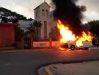 Guagua de pasajeros se incendia en Tamboril