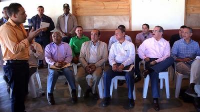 Medina dispone siembra de chinola en apoyo caficultores de Juncalito