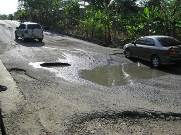 Gobernador de Espaillat verifica carretera Monte de la Jagua