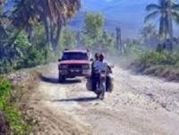 Reclama reparación de la carretera El peñon-Cabral.