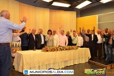 """El ministro de Deportes Jaime David Fernández Mirabal toma juramento al comité de los Juegos Duartianos """"Pimentel 2015""""."""