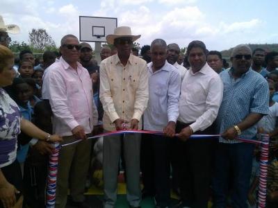 Gobierno inicia construcción de cancha y parque recreativo en Fondo Negro:
