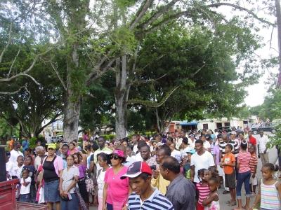 Marchan por el mes de la Biblia en El Valle: