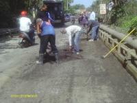 Alcaldía de Villa La Mata realiza el asfaltado de puente