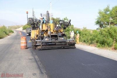 Obras Públicas trabaja en asfaltado de vías en la región Sur.