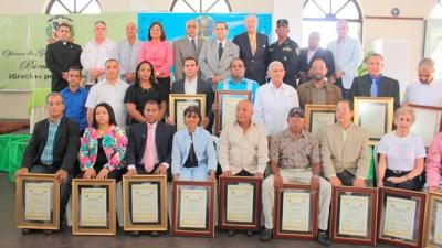 Senador y la unión deportiva en Duarte reconocen deportistas:
