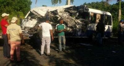 Al menos 20 heridos y un muerto en choque de dos autobuses en Punta Cana:
