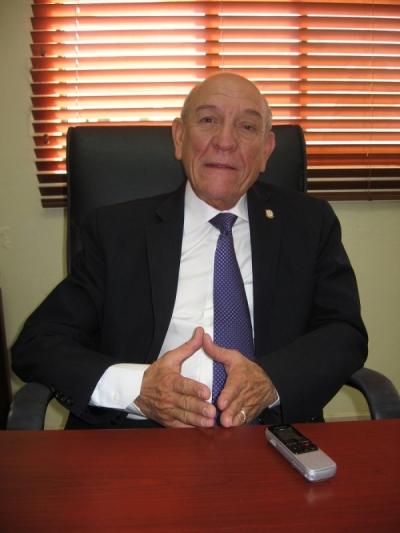 """El vocero de los senadores oficialistas Rafael Calderón, supuestamente a creado un descontento colectivo en el municipio de Pueblo Viejo en Azua con la designación de ex compañeros del PRD, lo que ha provocado la indignación de los """"compañeritos"""" de la base peledeísta"""