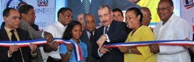 Presidente Medina entrega liceo en Vicente Noble: