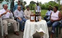 Recorrido del presidente Danilo Medina por el municipio de Guayabo Dulce, Hato Mayor, donde escuchó a representantes de la Asociación de Mujeres Campesinas San Antonio de Padua, integrada por 40 mujeres que elaboran vino a partir del maguey y la cereza.y a quienes les prometió la ayuda del Gobierno.