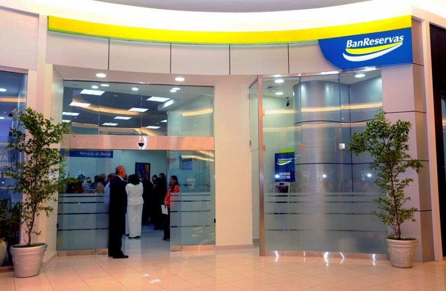 Banreservas inaugura oficina en gora mall for Banco espirito santo oficinas
